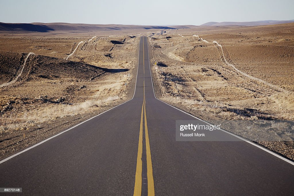 Long straight road : Foto de stock