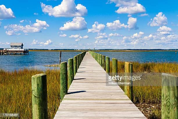 Lange hölzerne Pier, Wolken Himmel
