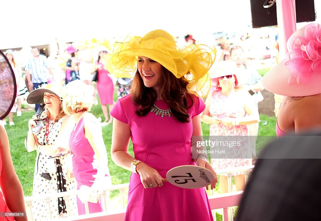 Longines Kentucky Oaks Fashion Contest contestants attend the 2016 Kentucky Oaks at Churchill Downs on May 6, 2016 in Louisville, Kentucky.