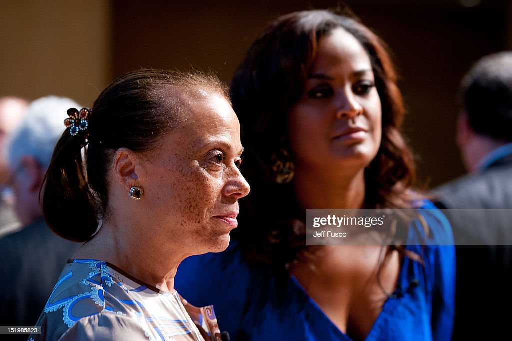 <a gi-track='captionPersonalityLinkClicked' href=/galleries/search?phrase=Lonnie+Ali&family=editorial&specificpeople=223944 ng-click='$event.stopPropagation()'>Lonnie Ali</a> (L) and Laila Ali take part in a panel discussion prior to the 2012 Liberty Medal Ceremony at the National Constitution Center on September 13, 2012 in Philadelphia, Pennsylvania.