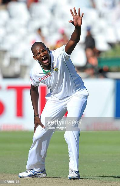 Lonwabo Tsotsobe of South Africa appeals for lbw during day 2 of the 3rd Test match between South Africa and India at Newlands Stadium on January 03...