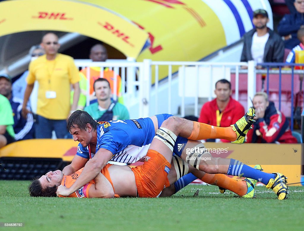 Lood de Jager of the Cheetahs and Eben Etzebeth of the Stormers clash during the Super Rugby match between DHL Stormers and Toyota Cheetahs at DHL Newlands on May 28, 2016 in Cape Town, South Africa.