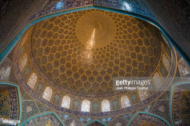 Looking at the impressive ceiling of Sheikh Lotfollah Mosque, Isfahan, Iran