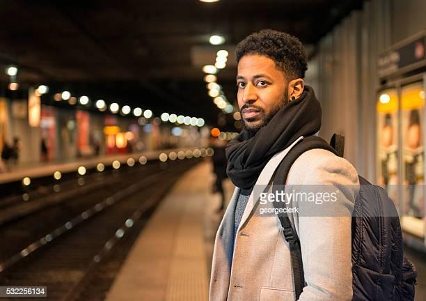 Vous recherchez une station de train sur la station de métro de la plate-forme