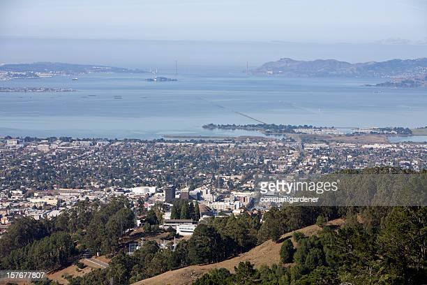 Olhar de Berkeley para longe Golden Gate Bridge