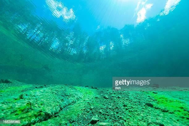 Blick in die Welt vor Wasser von Lake Samarang, Österreich