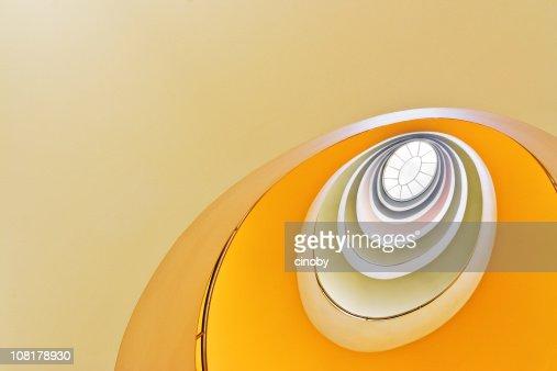 Olhando para cima na Escada em Caracol