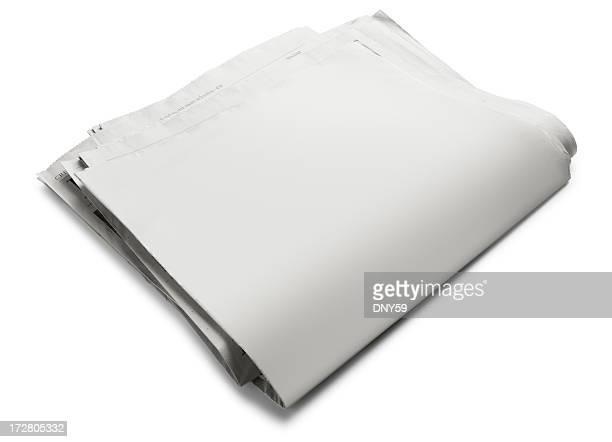 Ample revers vide journal sur fond blanc