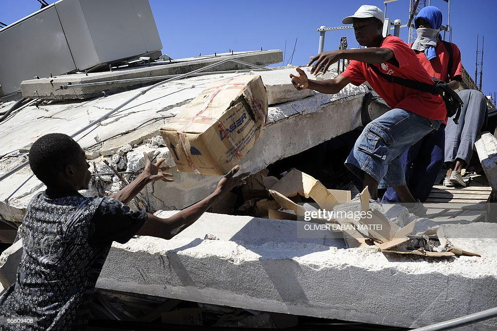 Looters steal materials from a house of PortauPrince January 15 2010 US military leaders said they would pour 10000 troops in earthquakebattered...