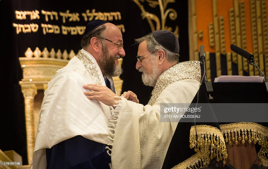 Lord Jonathan Sacks (R) congratulates his successor, Chief Rabbi Ephraim Mirvis (L) at his Installation as the 11th Chief Rabbi of the United Hebrew Congregations of the UK and the Commonwealth during a ceremony at the St John's Wood Synagogue in north London on Spetember 1, 2013. AFP Photo / POOL / STEFAN