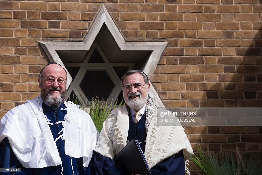 Lord Jonathan Sacks (R) with his successor Chief Rabbi Ephraim Mirvis (L) before he was formally inducted as 11th Chief Rabbi of the United Hebrew Congregations of the UK and the Commonwealth at a ceremony at the St John's Wood Synagogue in north London on Spetember 1, 2013. AFP Photo / POOL / STEFAN