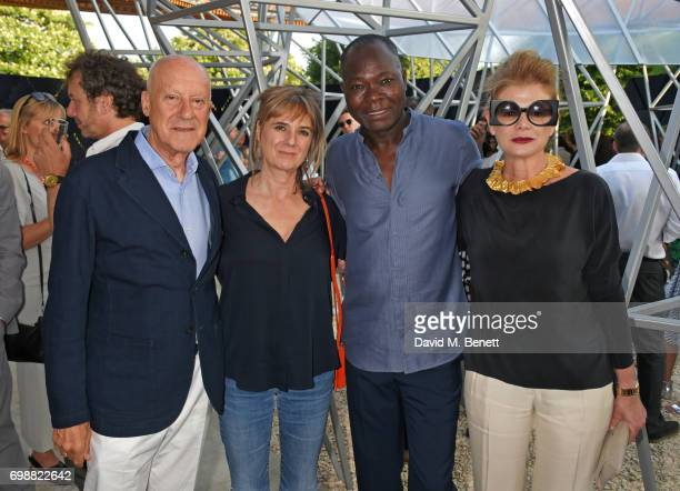 Lord Norman Foster Amanda Levete Francis Kere and Lady Elena Ochoa Foster attend a preopening drinks reception celebrating the 2017 Serpentine...