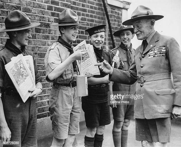Lord Robert BadenPowell Chief of the Scouts talking to a group of young scouts circa 1930