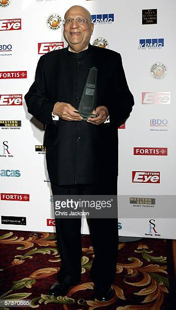 Lord Swraj Paul poses with the Community Award at the Eastern Eye Asian Business Awards 2006 on April 19 2006 at the Grovesnor House Hotel in London...