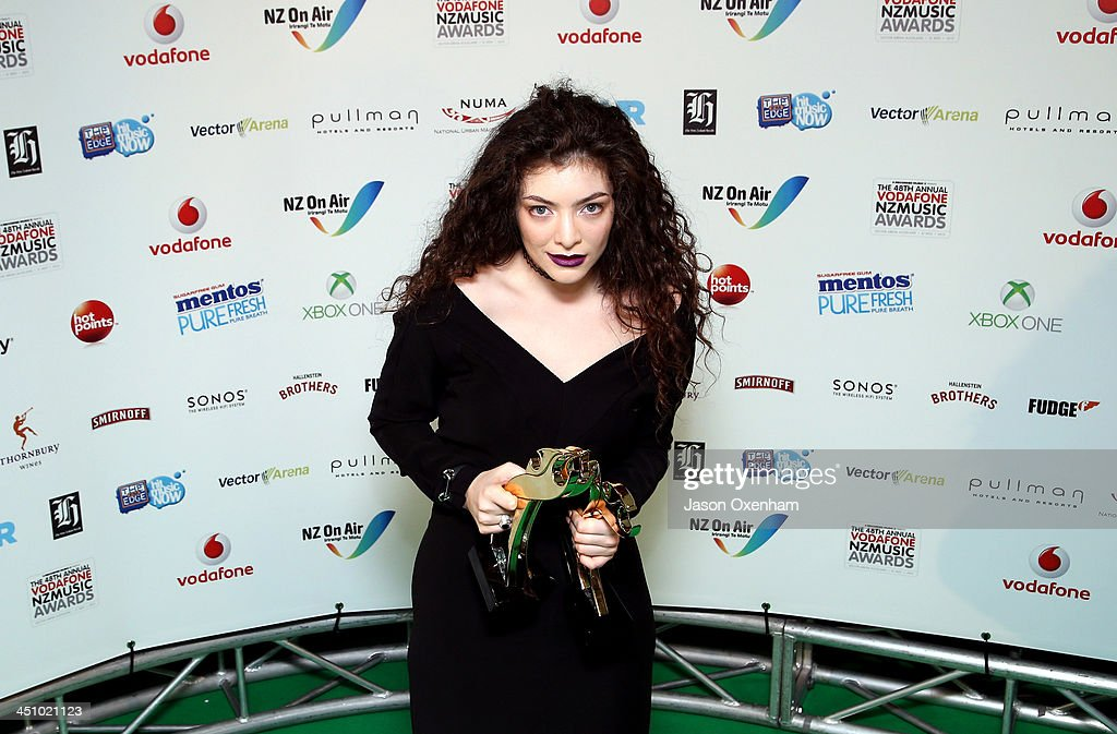 Lorde 'Ella Yelich-O'Connor'poses with the award for single of the year during the New Zealand Music Awards at the Vector Arena on November 21, 2013 in Auckland, New Zealand.