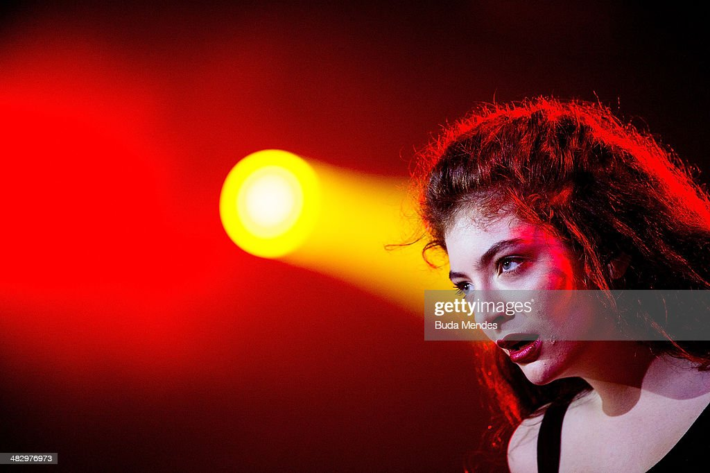 <a gi-track='captionPersonalityLinkClicked' href=/galleries/search?phrase=Lorde&family=editorial&specificpeople=3209104 ng-click='$event.stopPropagation()'>Lorde</a> performs on stage during the 2014 Lollapalooza Brazil at Autodromo de Interlagos on April 5, 2014 in Sao Paulo, Brazil.
