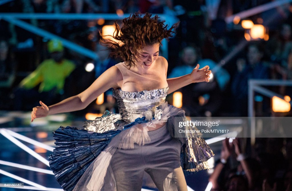 Lorde performs onstage during the 2017 MTV Video Music Awards at The Forum on August 27, 2017 in Inglewood, California.