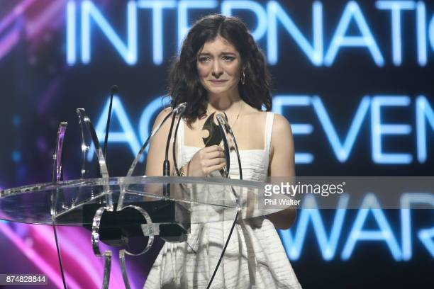 Lorde recieves an International Achievement Award at the 2017 Vodafone New Zealand Music Awards on November 16 2017 in Auckland New Zealand