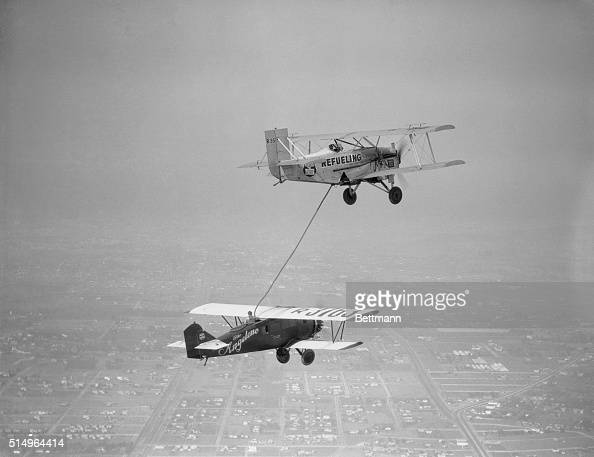 Loren Mendell and RB Reinhart refuel their Angeleno in midair above Culver City California after setting a new flight endurance record The pair...