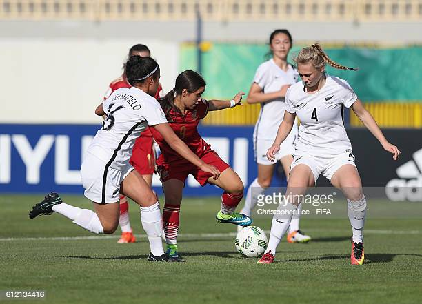 Lorena Navarro of Spain battles with Alosi Bloomfield of New Zealand and Rebecca Lake of New Zealand during the FIFA U17 Women's World Cup Jordan...