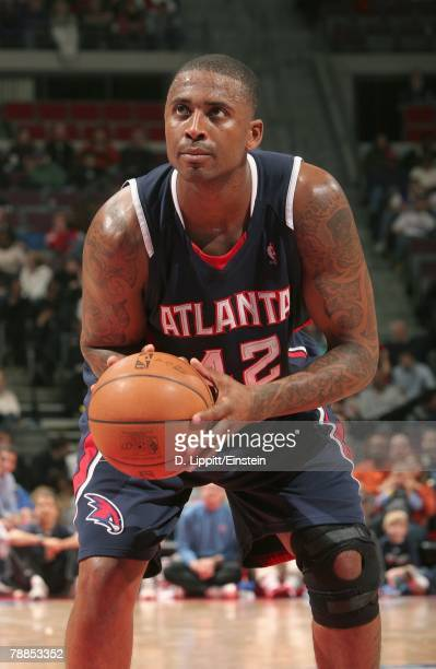 Lorenzen Wright of the Atlanta Hawks looks to make a free throw during the game against the Detroit Pistons at the Palace of Auburn Hills on December...