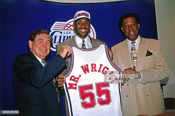 Lorenzen Wright of the Los Angeles Clippers poses with Head Coach Bill Fitch in this circa 1996 photo at the Los Angeles Memorial Sports Arena in Los...