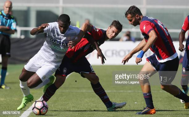 Lorenzo Crisetig of Crotone competes for the ball with Duvan Zapata of Udinese during the Serie A match between FC Crotone and Udinese Calcio at...