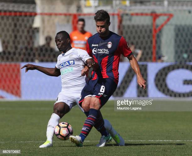 Lorenzo Crisetig of Crotone competes for the ball with Emmanuel Badu of Udinese during the Serie A match between FC Crotone and Udinese Calcio at...