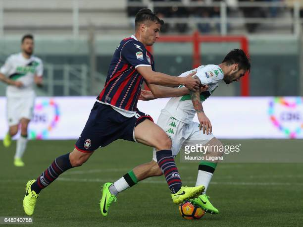 Lorenzo Crisetig of Crotone competes for the ball with Matteo Politano of Sassuolo during the Serie A match between FC Crotone and US Sassuolo at...