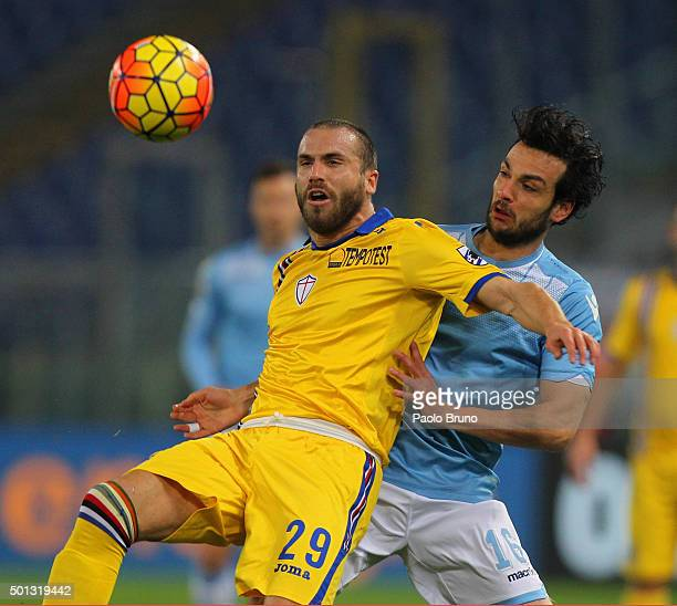 Lorenzo De Silvestri of UC Sampdoria competes for the ball with Marco Parolo of SS Lazio during the Serie A match betweeen SS Lazio and UC Sampdoria...