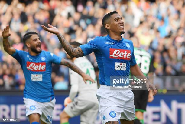 Lorenzo Insigne and Allan of SSC Napoli celebrate the 10 goal scored by Allan during the Serie A match between SSC Napoli and US Sassuolo at Stadio...