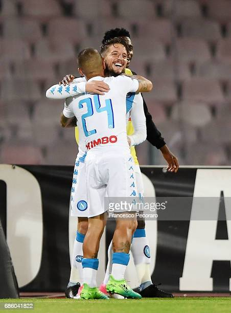 Lorenzo Insigne and Dries Mertens of SSC Napoli celebrate the 41 goal scored by Dries Mertens during the Serie A match between SSC Napoli and ACF...