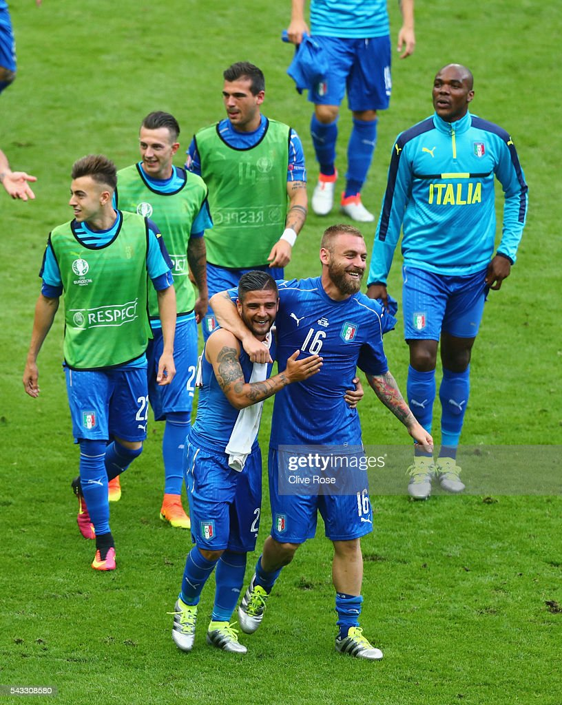 <a gi-track='captionPersonalityLinkClicked' href=/galleries/search?phrase=Lorenzo+Insigne&family=editorial&specificpeople=7486481 ng-click='$event.stopPropagation()'>Lorenzo Insigne</a> (L), <a gi-track='captionPersonalityLinkClicked' href=/galleries/search?phrase=Daniele+De+Rossi&family=editorial&specificpeople=233652 ng-click='$event.stopPropagation()'>Daniele De Rossi</a> (R) and Italy players celebrate their team's 2-0 win in the UEFA EURO 2016 round of 16 match between Italy and Spain at Stade de France on June 27, 2016 in Paris, France.