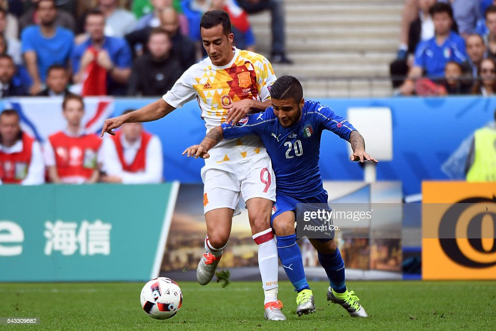 <a gi-track='captionPersonalityLinkClicked' href=/galleries/search?phrase=Lorenzo+Insigne&family=editorial&specificpeople=7486481 ng-click='$event.stopPropagation()'>Lorenzo Insigne</a> of Italy battles with <a gi-track='captionPersonalityLinkClicked' href=/galleries/search?phrase=Lucas+V%C3%A1zquez&family=editorial&specificpeople=15054463 ng-click='$event.stopPropagation()'>Lucas Vázquez</a> of Spain during the UEFA EURO 2016 round of 16 match between Italy and Spain at Stade de France on June 27, 2016 in Paris, France.