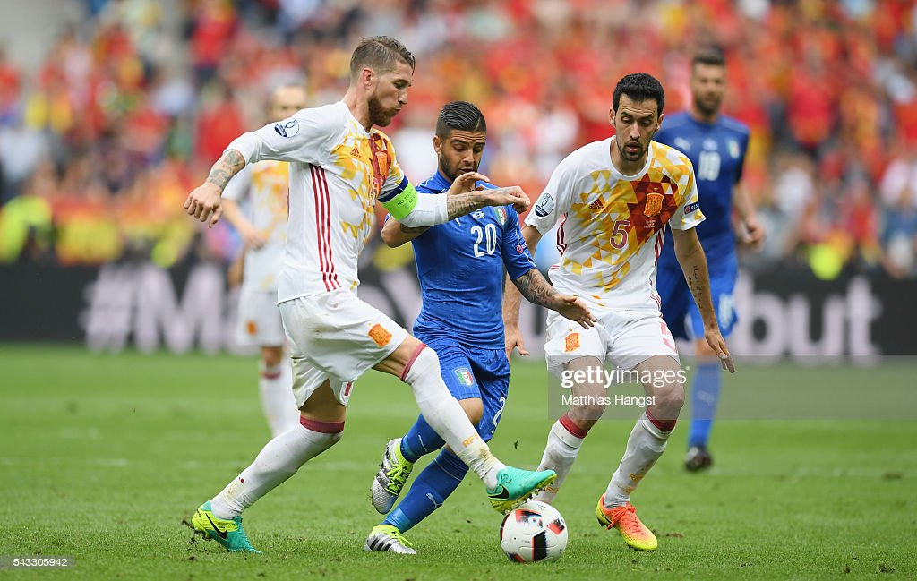 <a gi-track='captionPersonalityLinkClicked' href=/galleries/search?phrase=Lorenzo+Insigne&family=editorial&specificpeople=7486481 ng-click='$event.stopPropagation()'>Lorenzo Insigne</a> (C) of Italy competes for the ball against Sergio Ramos (L) and <a gi-track='captionPersonalityLinkClicked' href=/galleries/search?phrase=Sergio+Busquets&family=editorial&specificpeople=5477015 ng-click='$event.stopPropagation()'>Sergio Busquets</a> (R) of Spain during the UEFA EURO 2016 round of 16 match between Italy and Spain at Stade de France on June 27, 2016 in Paris, France.