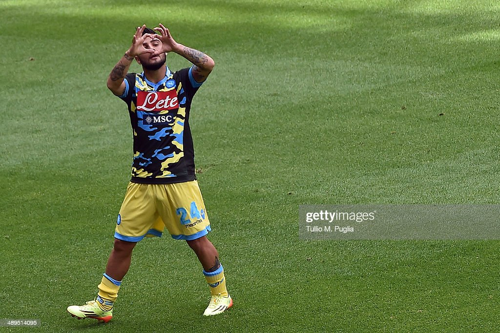 <a gi-track='captionPersonalityLinkClicked' href=/galleries/search?phrase=Lorenzo+Insigne&family=editorial&specificpeople=7486481 ng-click='$event.stopPropagation()'>Lorenzo Insigne</a> of Napoli celebrates after scoring his team's second goal during the Serie A match between UC Sampdoria and SSC Napoli at Stadio Luigi Ferraris on May 11, 2014 in Genoa, Italy.