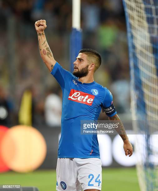 Lorenzo Insigne of SSC Napoli celebrates the victory after the UEFA Champions League Qualifying PlayOffs Round First Leg match between SSC Napoli and...