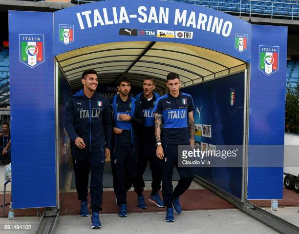 Lorenzo Pellegrini Danilo Cataldi Diego Falcinelli and Daniele Baselli of Italy chat prior to the international friendy match played between Italy...