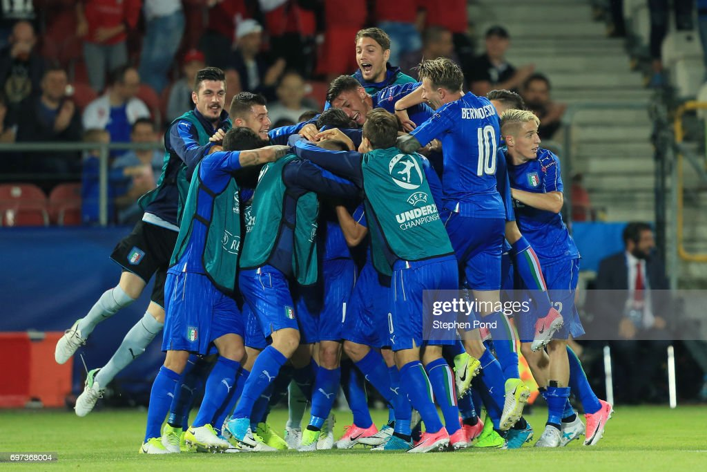 Lorenzo Pellegrini of Italy celebrates scoring his sides first goal with his Italy team mates during the UEFA European Under-21 Championship Group C match between Denmark and Italy at Krakow Stadium on June 18, 2017 in Krakow, Poland.