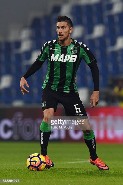 Lorenzo Pellegrini of Sassuolo in action during the Serie A match between US Sassuolo and AS Roma at Mapei Stadium Citta' del Tricolore on October 26...