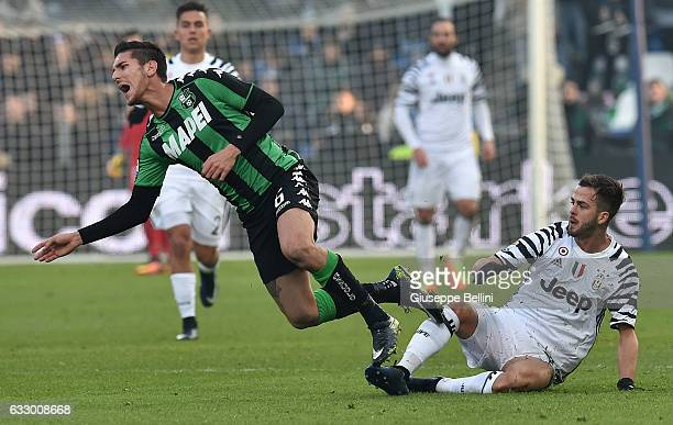 Lorenzo Pellegrini of US Sassuolo and Miralem Pjanic of Juventus FC in action during the Serie A match between US Sassuolo and Juventus FC at Mapei...
