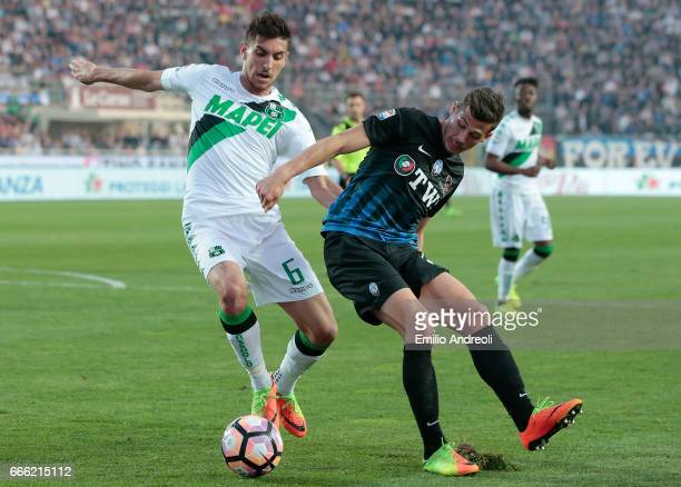 Lorenzo Pellegrini of US Sassuolo Calcio competes for the ball with Remo Freuler of Atalanta BC during the Serie A match between Atalanta BC and US...