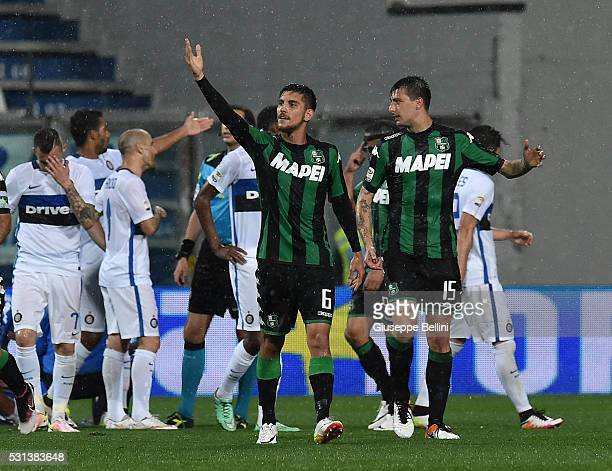 Lorenzo Pellegrini of US Sassuolo celebrates after scoring the goal 20 during the Serie A match between US Sassuolo Calcio and FC Internazionale...