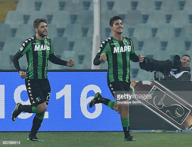 Lorenzo Pellegrini of US Sassuolo celebrates after scoring the goal 12 during the Serie A match between Pescara Calcio and US Sassuolo at Adriatico...
