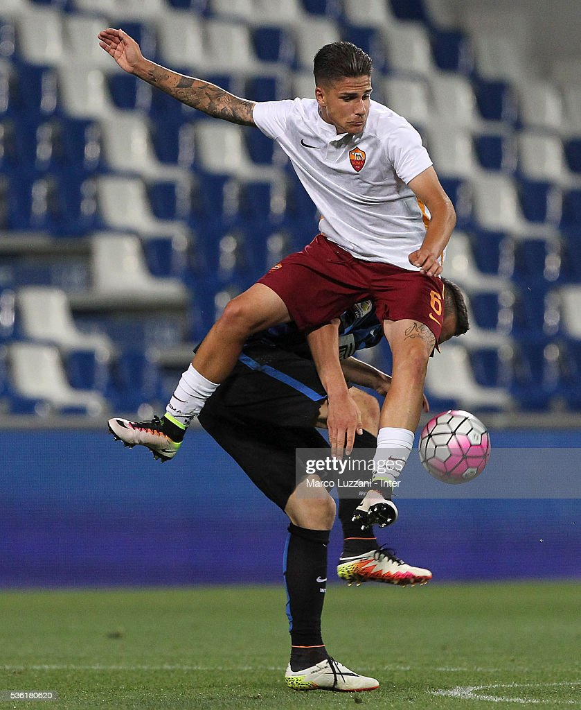 Lorenzo Vasco (up) of AS Roma competes for the ball with Rey Manaj (down) of FC Internazionale during the juvenile playoff match between FC Internazionale and AS Roma at Mapei Stadium - Citta' del Tricolore on March 31, 2016 in Reggio nell'Emilia, Italy.