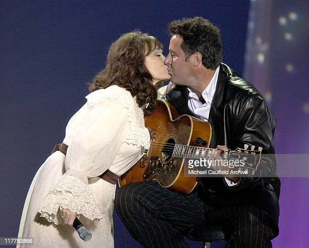 Loretta Lynn and Vince Gill perform 'Miss Being Mrs'