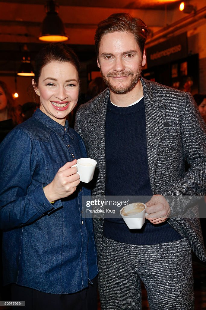 <a gi-track='captionPersonalityLinkClicked' href=/galleries/search?phrase=Loretta+Stern&family=editorial&specificpeople=636186 ng-click='$event.stopPropagation()'>Loretta Stern</a> and Daniel Bruehl attend the Nespresso 'Auf einen Kaffee mit...' on February 12, 2016 in Berlin, Germany.