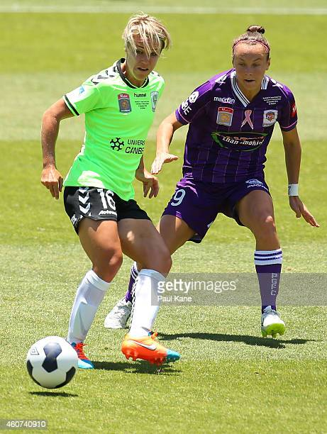 Lori Lindsey of Canberra passes the ball against Caitlin Foord of the Glory during the WLeague Grand Final match between Perth and Canberra at nib...