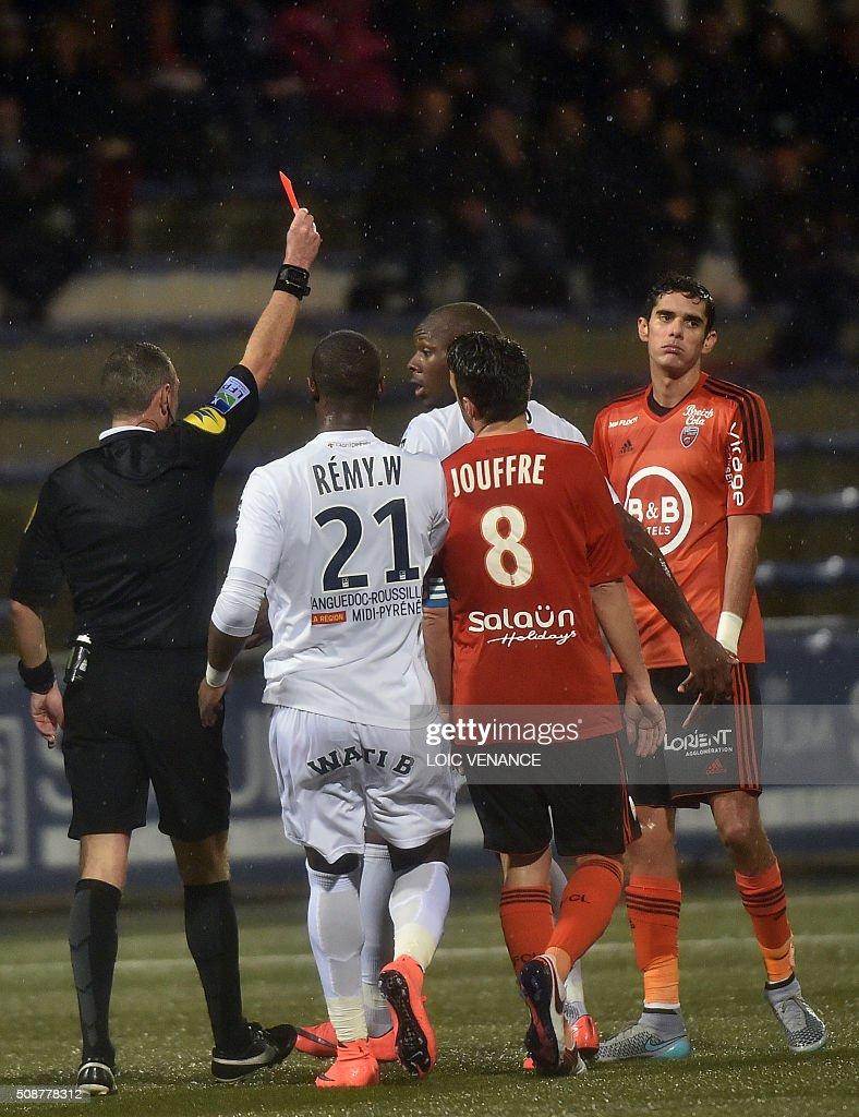 Lorient's French defender Francois Bellugou (R) receives a red card during the French L1 football match between Lorient and Montpellier on February 6, 2016 at the Moustoir stadium in Lorient, western France. AFP PHOTO / LOIC VENANCE / AFP / LOIC VENANCE