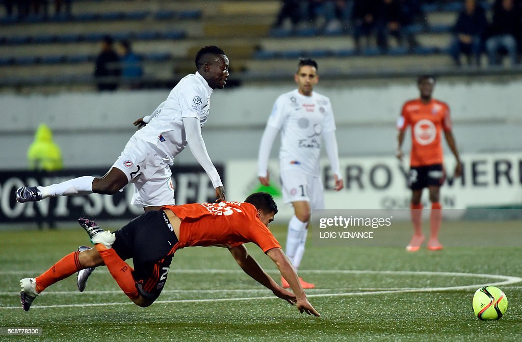 Lorient's French defender Yoann Wachter (bottom) vies with Montpellier's Chadian forward Casimir Ninga during the French L1 football match between Lorient and Montpellier on February 6, 2016 at the Moustoir stadium in Lorient, western France. AFP PHOTO / LOIC VENANCE / AFP / LOIC VENANCE